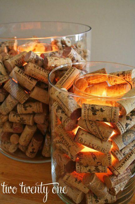 Decoración con velas y corchos de vino