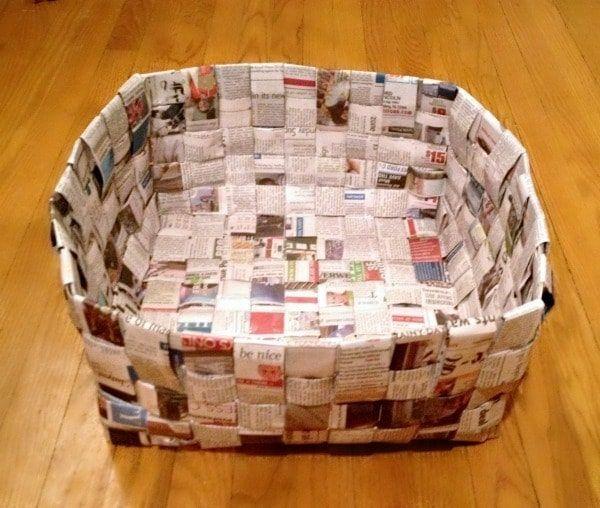 Cesta con periódico