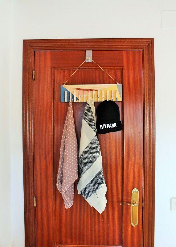 Organizador de pañuelos tras la puerta