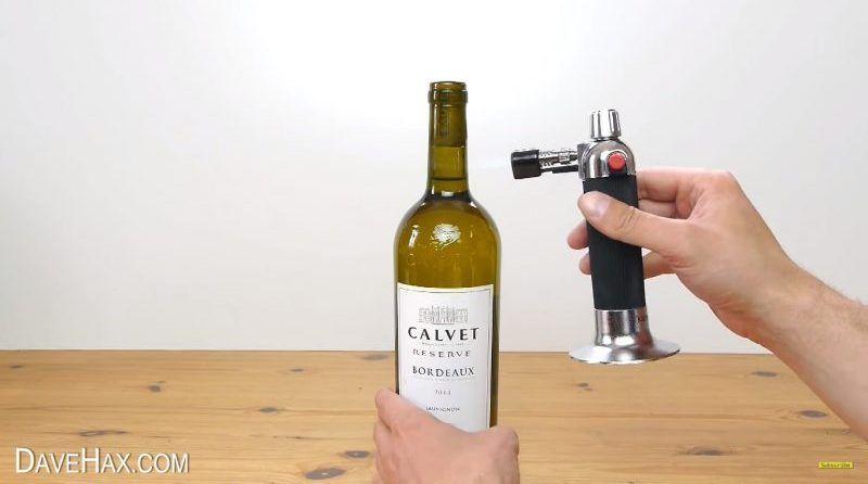 Cómo descorchar una botella con un soplete