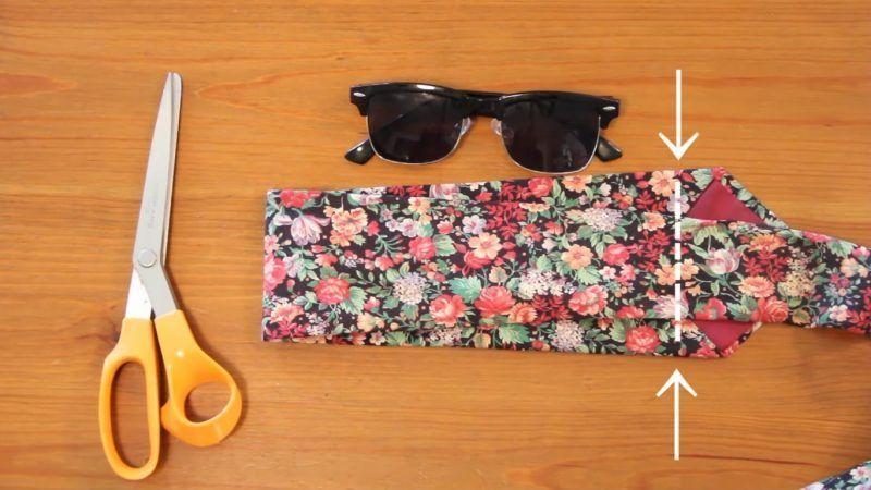 Reciclar una corbata para convertirla en una funda de gafas 2