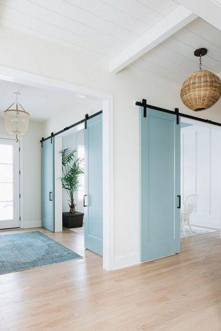 Puerta corredera azul