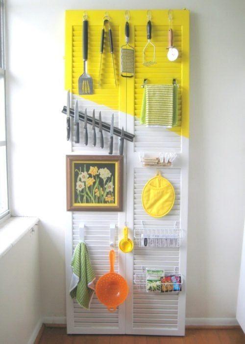 Almacenaje de cocina con puerta doble de madera