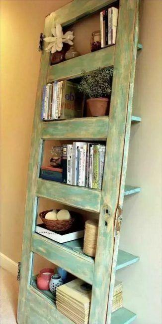 Reciclar puertas antiguas de madera para hacer una estantería