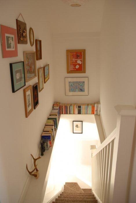 Escaleras con libros