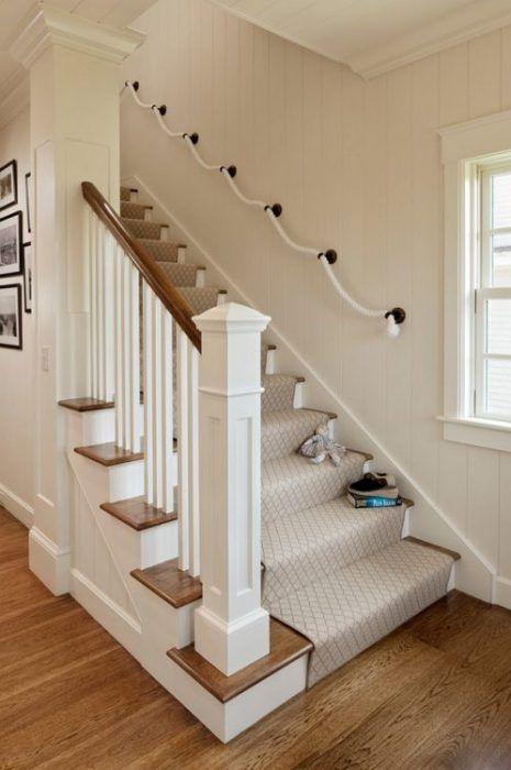 Decoración de escaleras interiores - pasamanos de cuerda