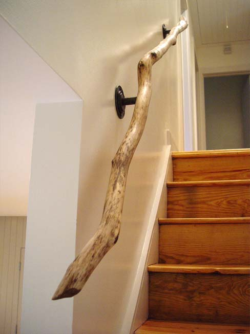 Decoración de escaleras interiores - pasamanos de madera