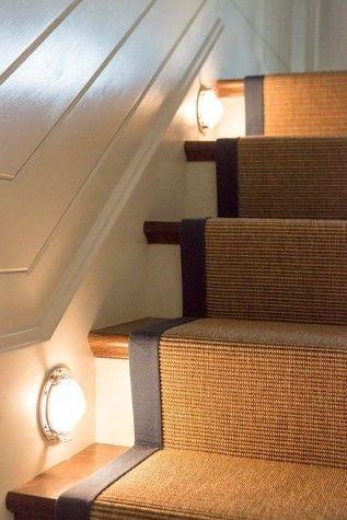 Decoración de escaleras interiores - puntos de luz