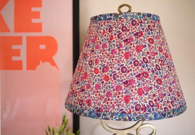 Cómo hacer una pantalla de lámpara con tiras