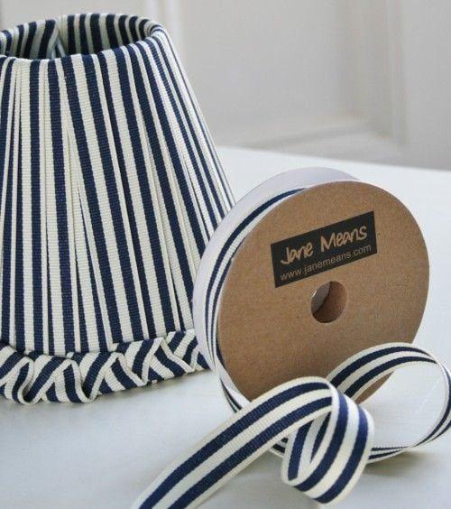 Pantalla de lámpara cubierta de cinta