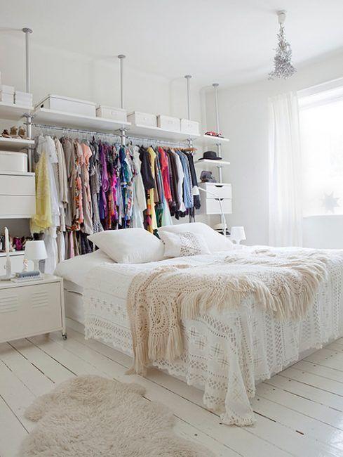 aprovechar el espacio entre la cama y la pared