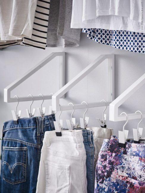 Decoración de pisos pequeños - colgar la ropa 1