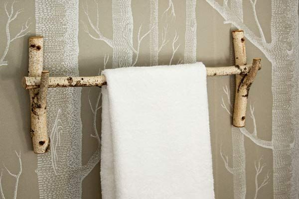 toallero hecho con ramas de arboles