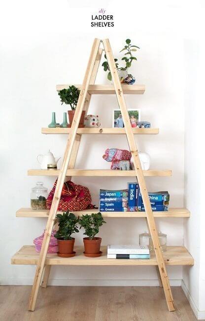 Escaleras de madera recicladas para decoraci n la for Adornos de madera para pared