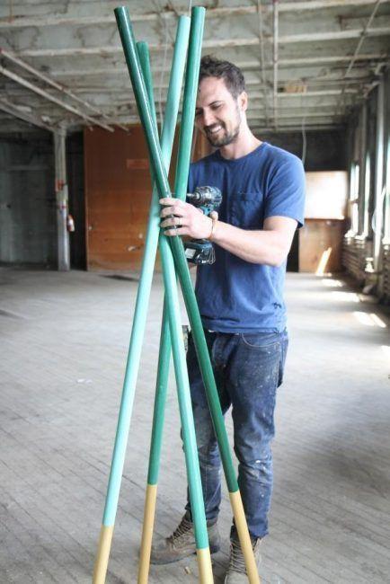 Cómo hacer un perchero de pie atornillando unos palos