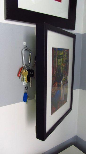 Esconder llaves tras un cuadro
