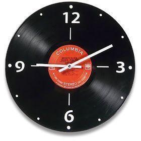 Reloj hecho con un disco de vinilo