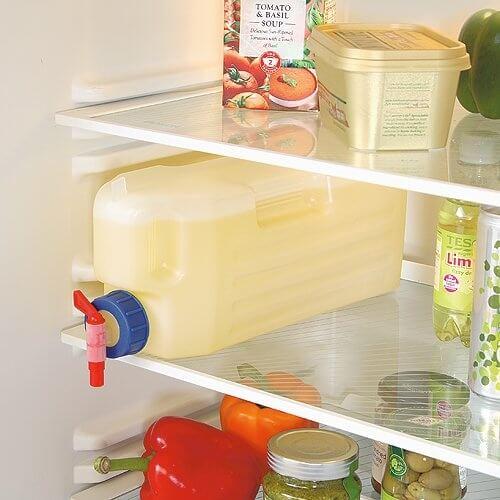 Una garrafa para organizar el frigorífico