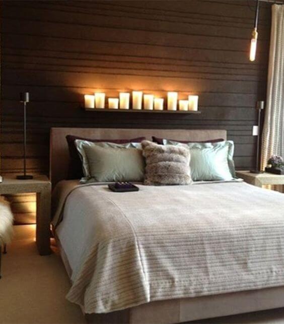 Cabecero de la cama con velas