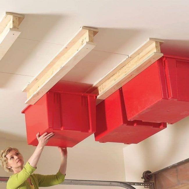 Cajas colocadas en el techo