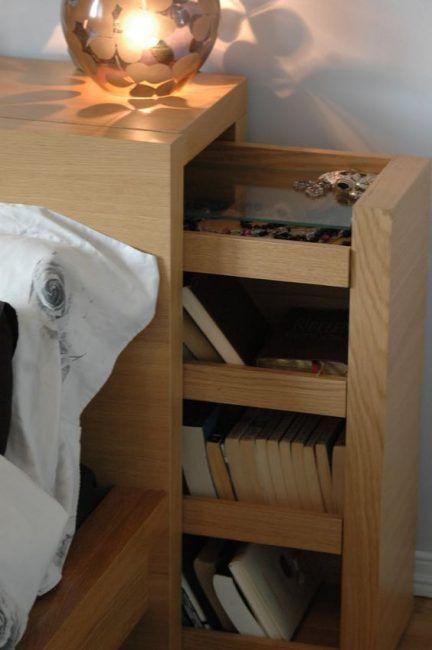 Compartimento tras el cabecero de la cama