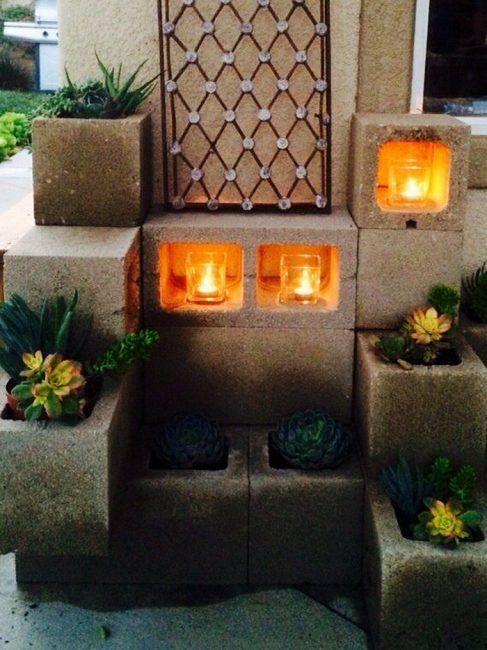 Decoración con velas en bloques de hormigón