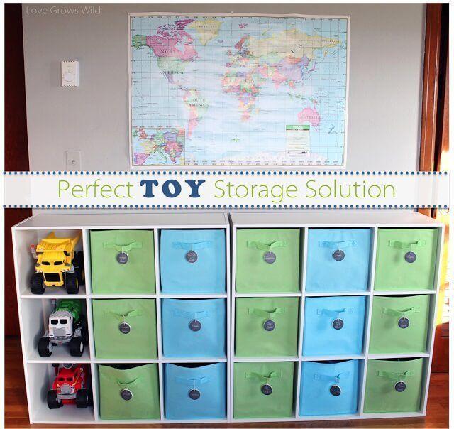 Estantería con cajas para juguetes