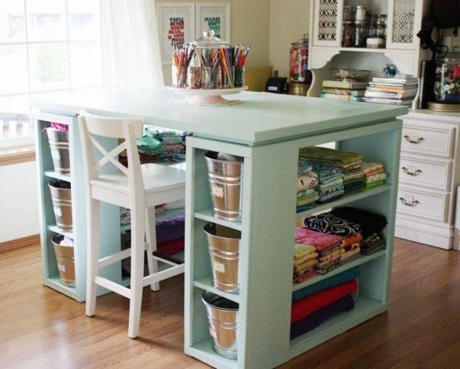 Mesa con mucho espacio de almacenaje