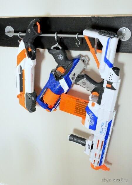 Original idea pra organizar pistolas de juguete