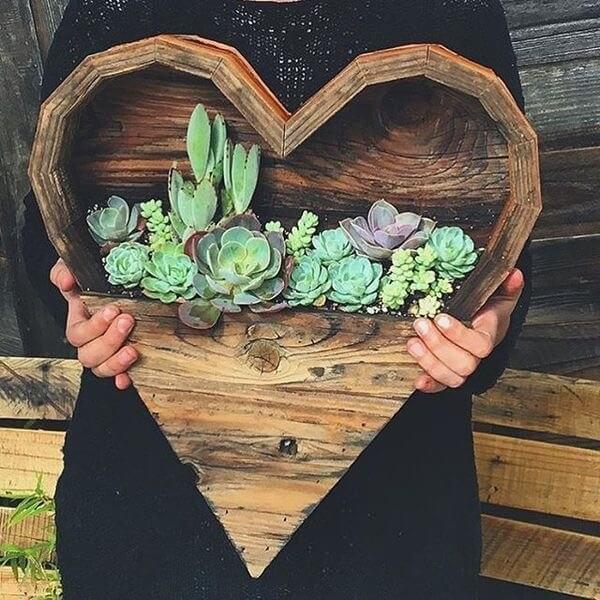 Corazón de madera para poner plantas