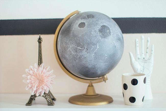 Globo terráqueo convertido en luna