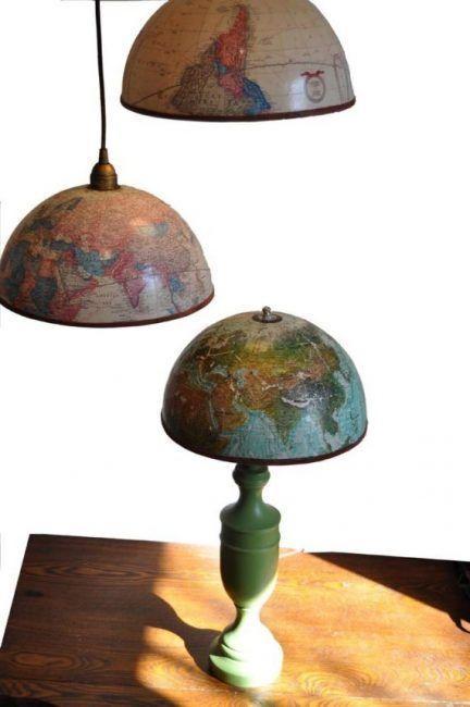 Lámpara de mesa con bola del mundo