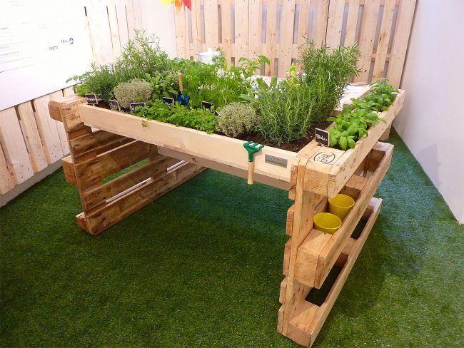 Mueble de jardín con palets