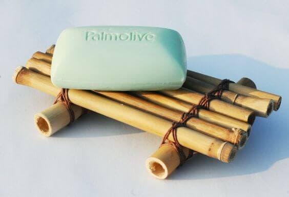 Jabonera hecha con bambu