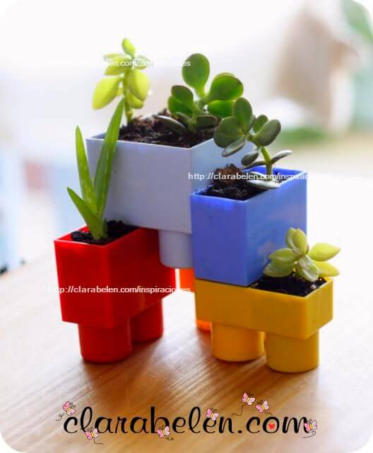 Pequeñas macetas con piezas de lego