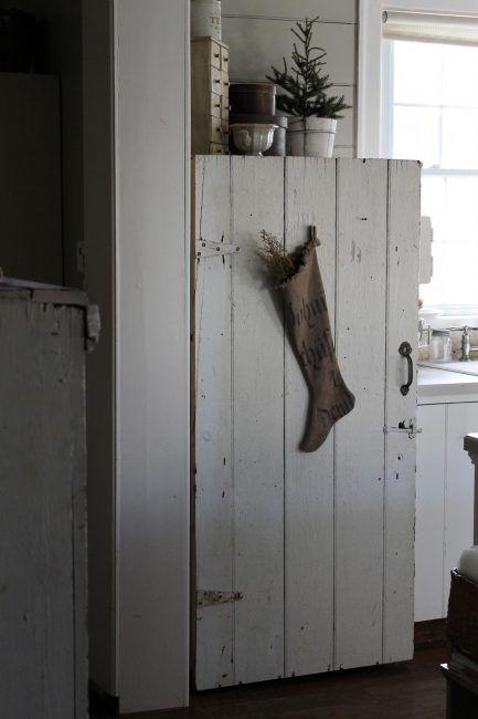 Puerta de madera en la nevera