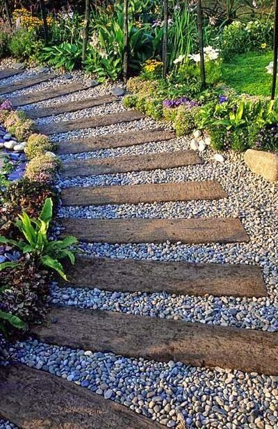 Camino para jardines con traviesas de madera