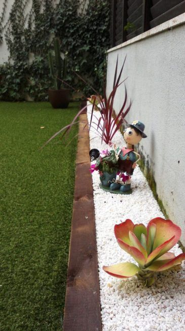 Jardines con traviesas de madera la cartera rota for Jardines cesped y piedras