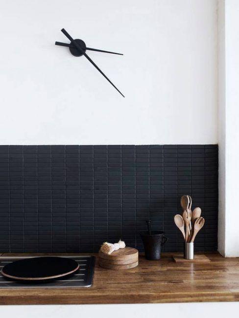 Lechada de color negro con azulejos negros