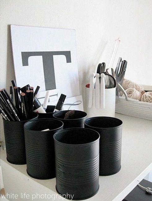 Latas de conserva pintadas de negro