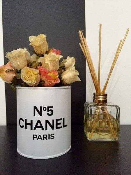 Latas decoradas con flores