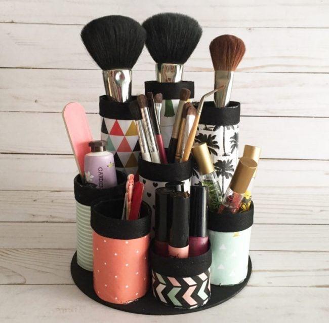 Organizador de maquillaje con rollos de papel
