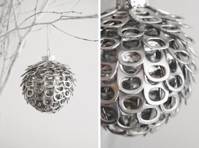 Adorno navideño con anillas de latas