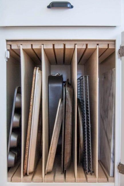Almacenamiento vertical en los armarios de la cocina