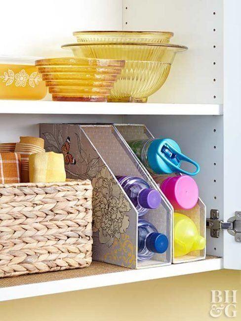 Archivadores en los armarios de la cocina