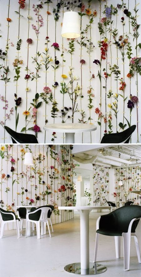 Decorar pared con flores artificiales