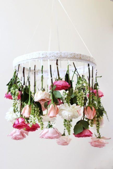 Flores artificiales para decorar un salón