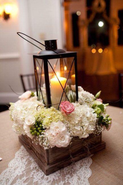 Portavelas con flores artificiales