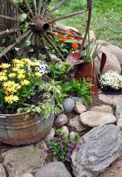 Rueda antigua para la decoración de jardines rústicos