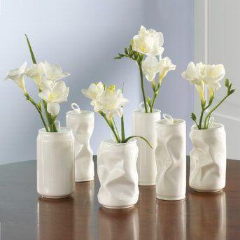 Floreros con latas de refresco